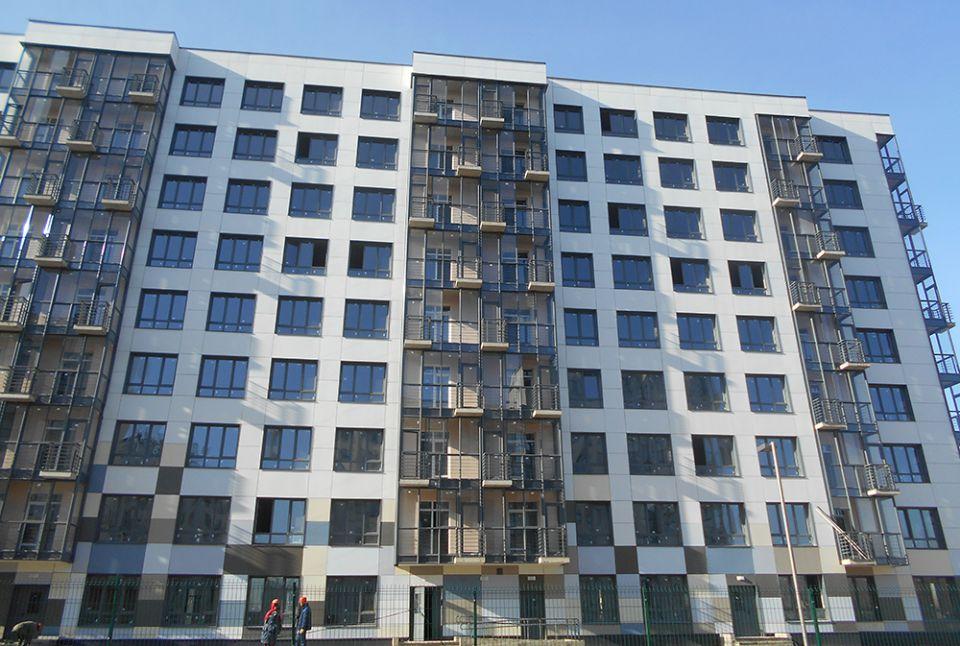 Стеклянные балконы в архитектуре многоэтажных жилых зданий. .