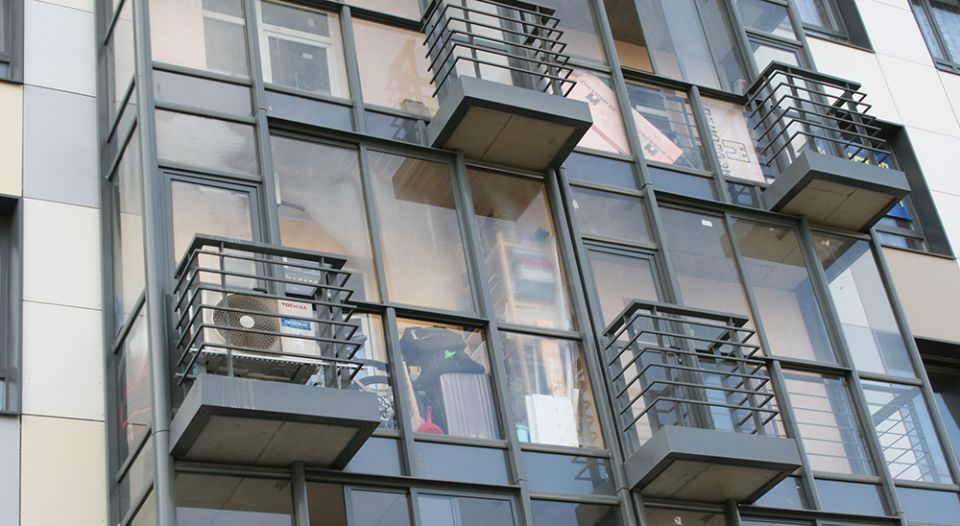 Входит ли балкон в жилую площадь.